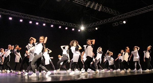 Festival de danças em Timbó divulgação Portal Falando de Turismo