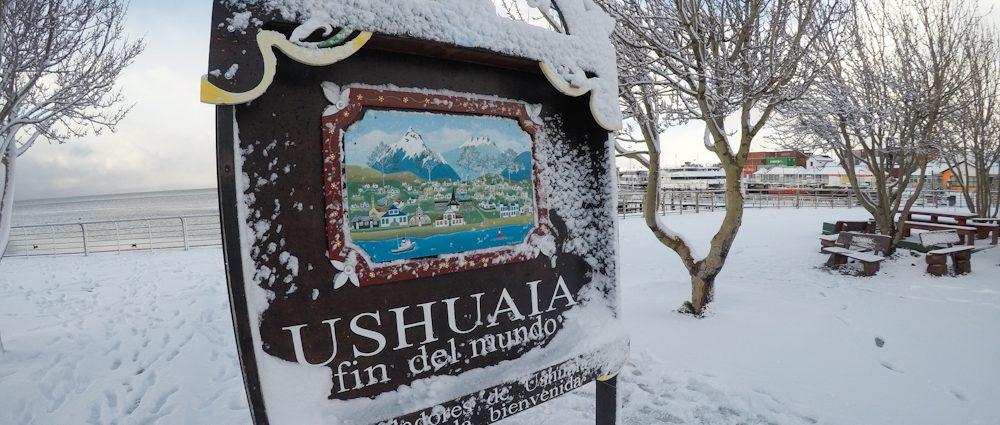 Brasileiros em Ushuaia fazem a festa com muita neve na cidade mais austral do planeta